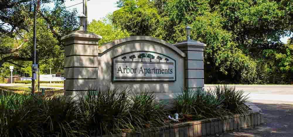Arbor Apartments Sign 01