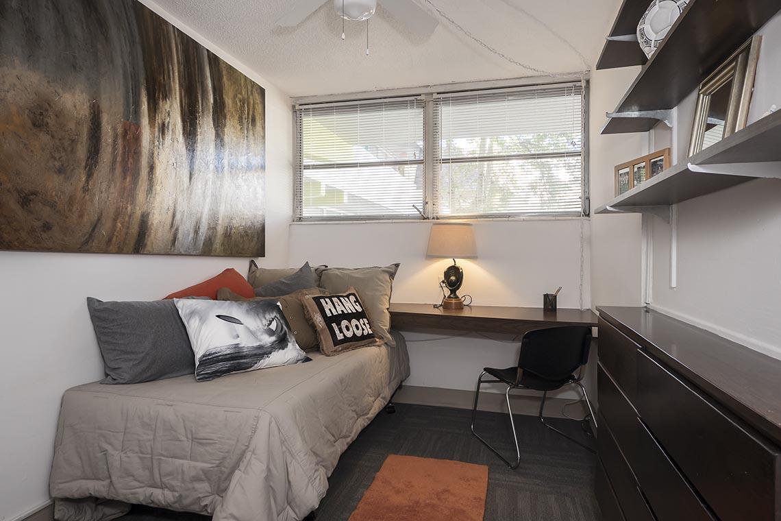 Courtyard Apartments Bedroom 014