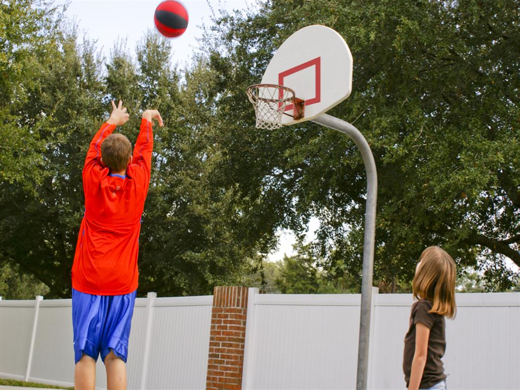 Lake Crossing Apartments Basketball Hoop 07