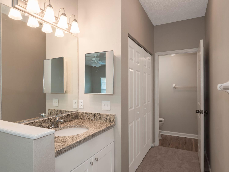 Lake Crossing Apartments Bathroom 023