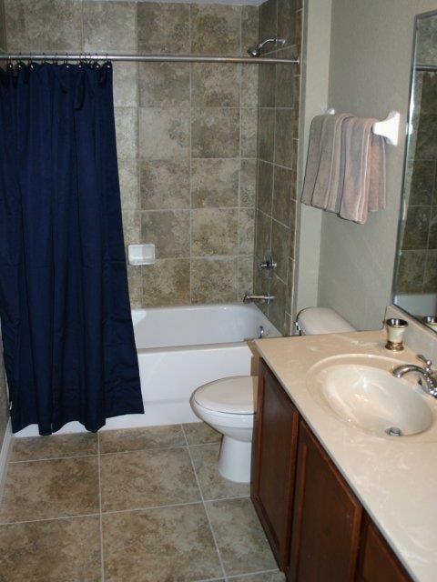 Nantucket Walk Bathroom 09