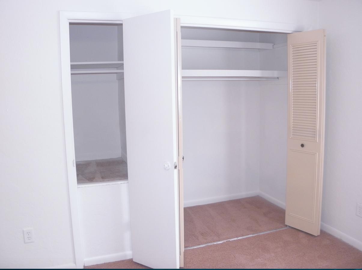 Napier Grant Apartments Closet 010