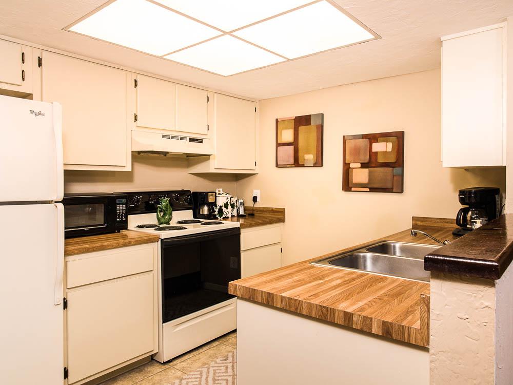 Woodland Villas Kitchen 010