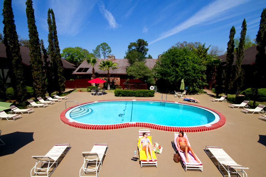 Camelot Apartments Pool
